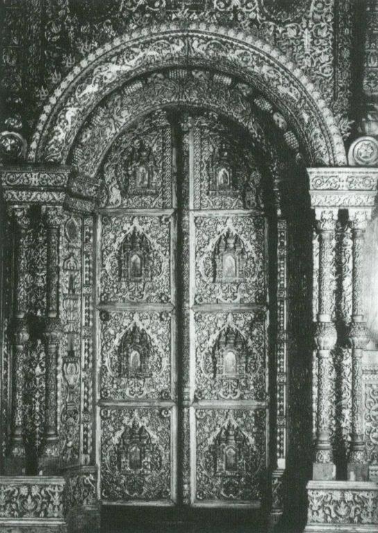 Царские врата Трехсвятительского придела в церкви Воскресения на Дебре в Костроме. <br/>17 век
