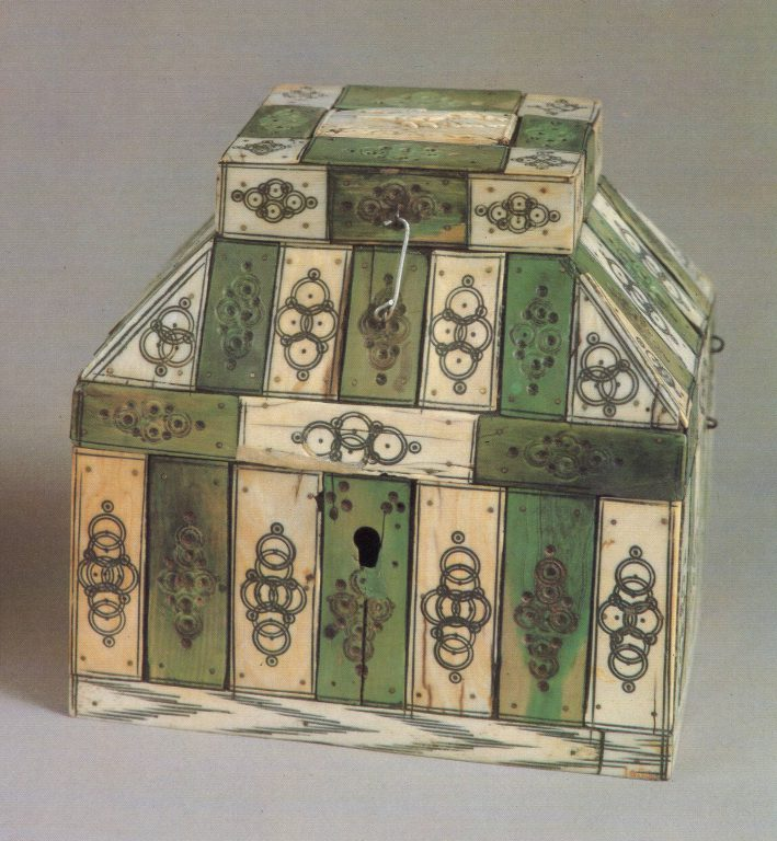 Larets-teremok (small lidded chest). <br/>Early 18th century