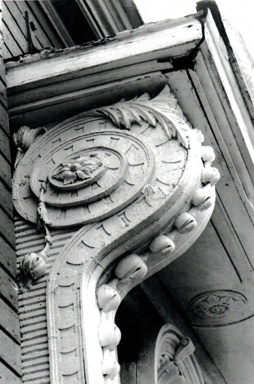 Кронштейн навеса над нишей с «лилиями». <br/>Вторая половина 19 века - начало 20 века