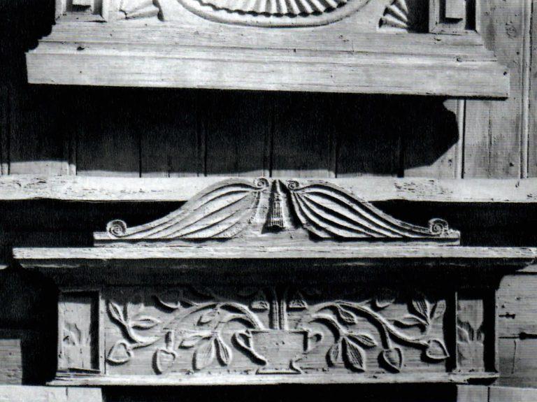 Верх наличника первого этажа дома. <br/>1854 год