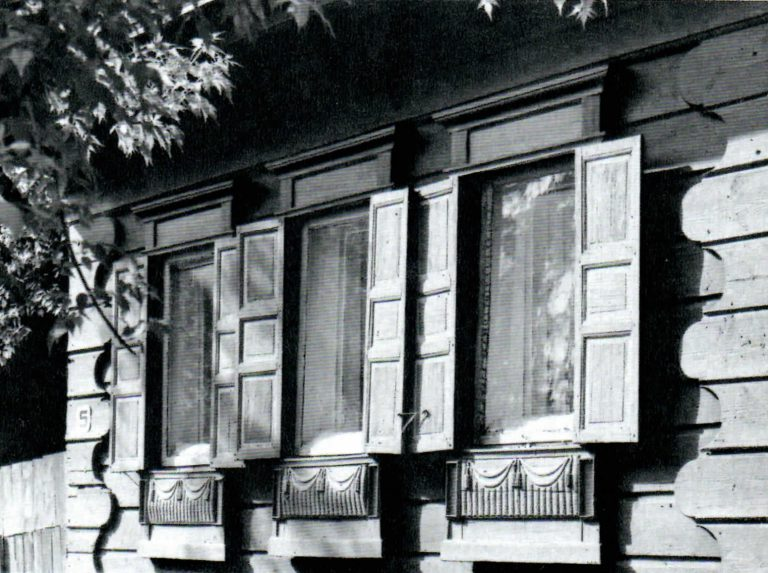 Часть фасада дома. <br/>Вторая половина 19 века - начало 20 века