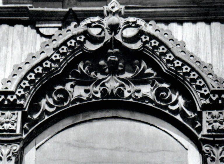 Верхняя часть центрального наличника. <br/>Вторая половина 19 века - начало 20 века