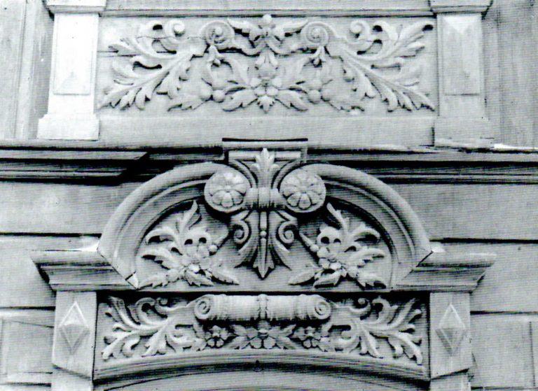 Часть наличников первого и второго этажей. <br/>1905 год