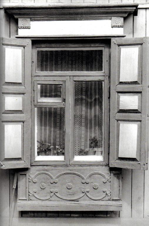 Окно дома. Трансформация мотива «Вьющаяся лоза». <br/>Начало 20 века