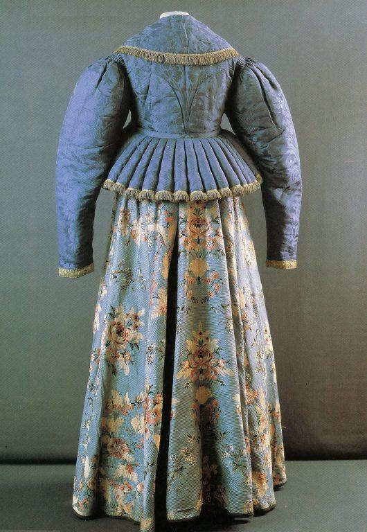 Праздничная одежда. Вид со спины. <br/>Первая половина 19 века
