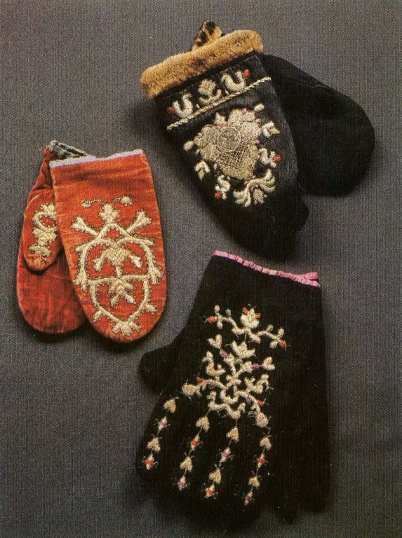 Mittens and gloves. Early 19th century
