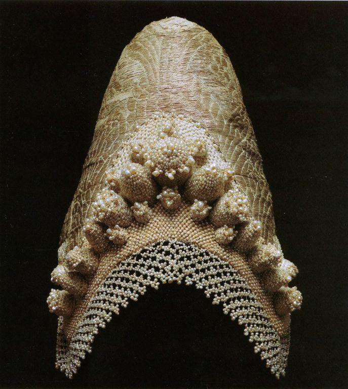 Женский головной убор кокошник. <br/>Конец 18 века - начало 19 века
