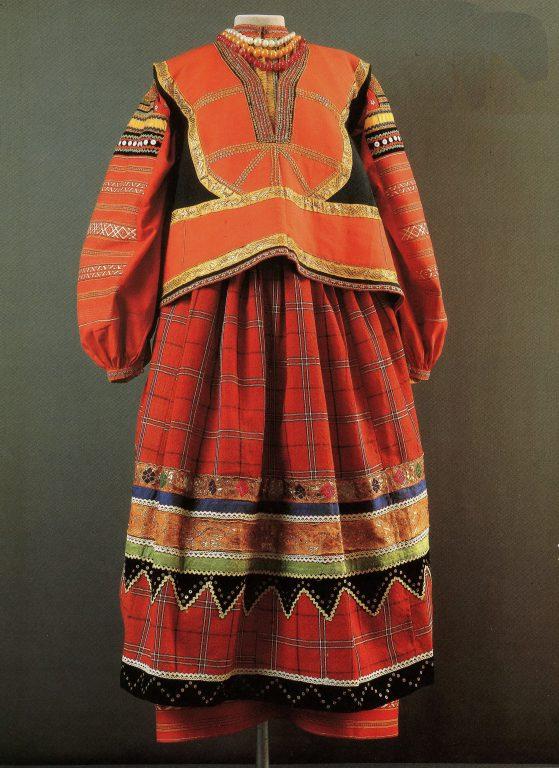 Женская праздничная одежда. <br/>Конец 19 века - начало 20 века