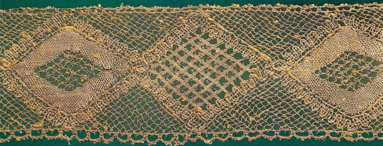 Fragment of gold lace edging. <br/>Late 18th or early 19th century