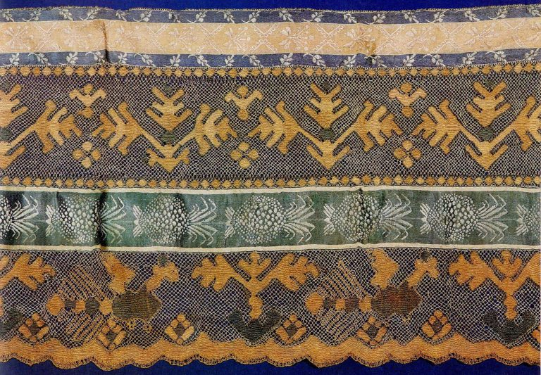 Fragment of bed valance. Thread multicoloured lace. <br/>Early 19th century