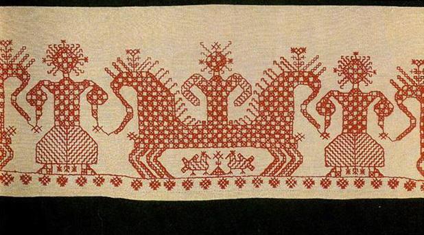 """""""Солнечная колесница"""" с птицами и конями на подоле архангельской женской рубахи. <br/>Первая половина 19 века"""