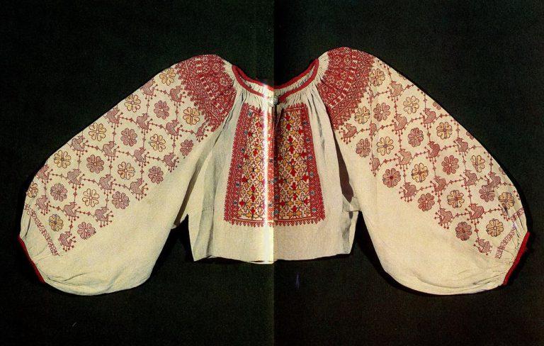 Рукава каргопольской женской рубахи с солярной символикой. <br/>Середина 19 века