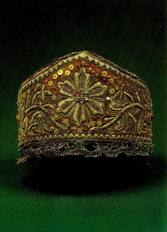 Нижегородский женский головной убор с солярной и растительной символикой. <br/>Первая половина 19 века