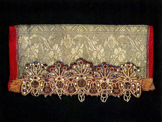 Arkhangelsk headdress with stylized half-figures of women and plant motifs. <br/>Late 19th century