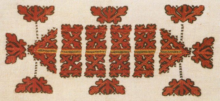 Фрагмент вышивки оплечья рукава женской рубахи. <br/>Начало 20 века