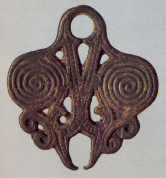 Double-spiral pendant (chainholder). <br/>Еarly 14th century