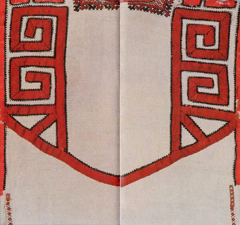 Женская рубашка низовых чувашей. Фрагмент наспинной части. <br/>18 век