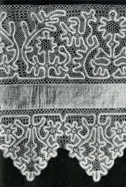 Vologda lace valance. Fragment. <br/>19th century