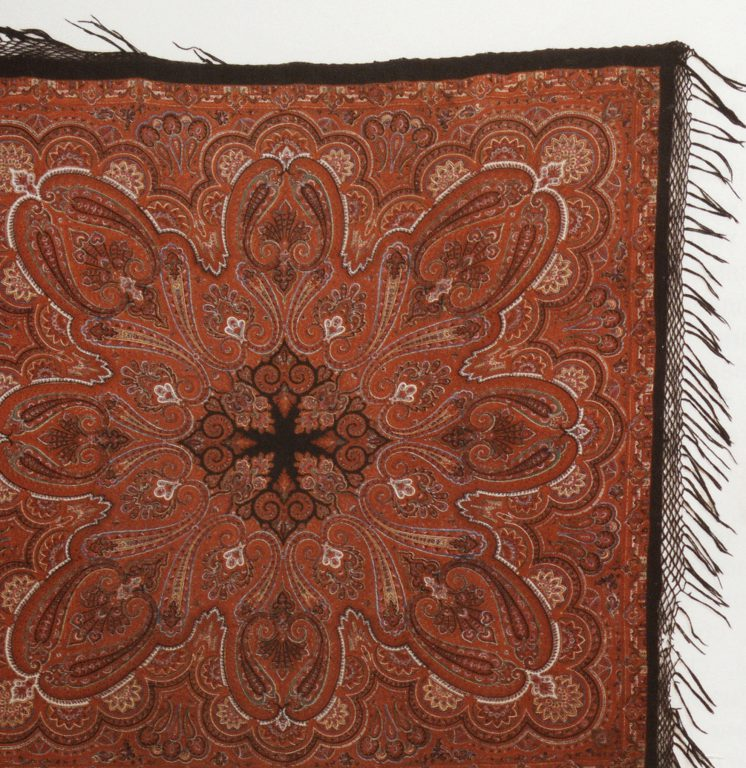 Shawl. <br/>Late 19th century - early 20th century