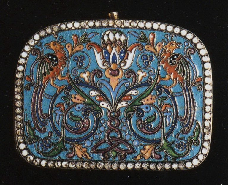 Selection of silver-gilt object with enamel and filigree decoration: A purse. <br/>1880th