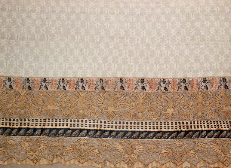 Towel edge. Fragment of multicoloured thread lace. <br/>Late 18th - early 19th century