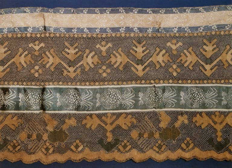 Podzor (lace valance). Fragment of multicoloured thread lace . <br/>Early 19th century