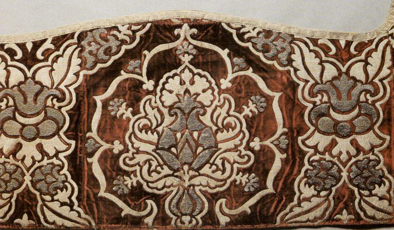 Оплечье фелони. Фрагмент. <br/>Конец 16 века - начало 17 века