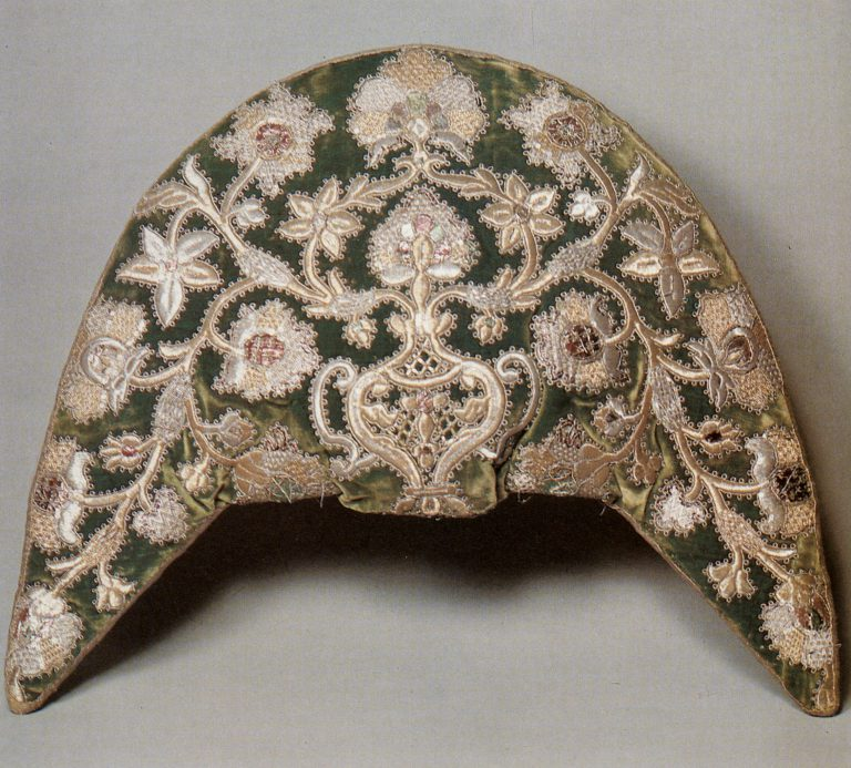 Kokoshnik – women's headdress (backside). <br/>Second half of 18th century