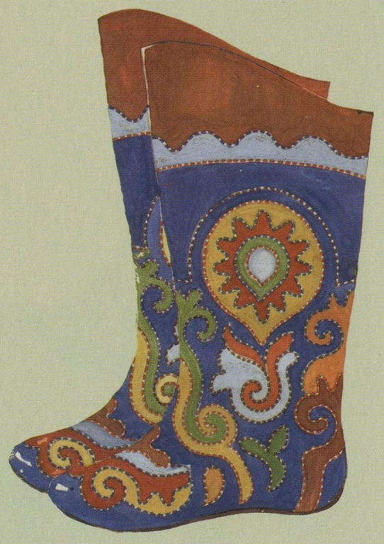 Embroidered ichigi (boots of soft leather). Mid-19th century