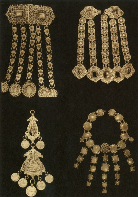 Jewelry: collar pendants, braid accessories, necklace. <br/>19th century