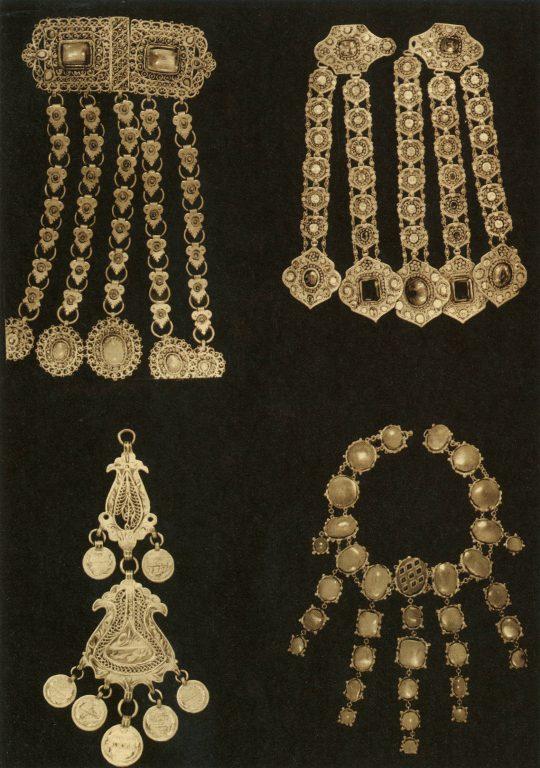 Ювелирные изделия: воротниковые подвески, накосники, шейное ожерелье. <br/>19 век