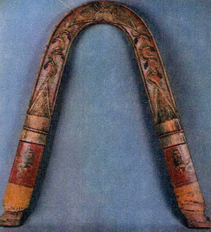Праздничная дуга с резьбой и росписью. <br/>Середина 19 века