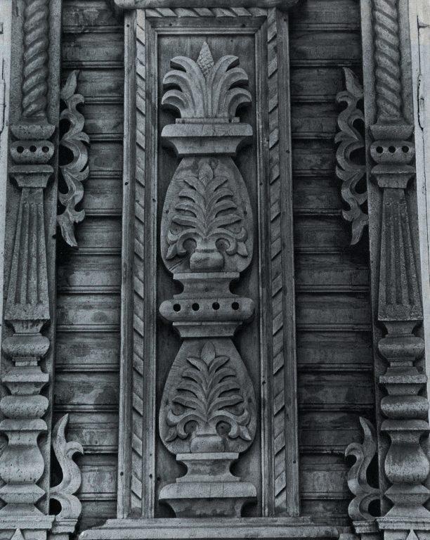Пилястра — вертикальное членение фасада. Деталь. <br/>Конец 19 века - начало 20 века