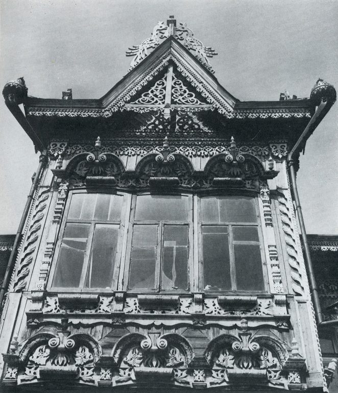 Triple bay window. Late 19th century - early 20th century