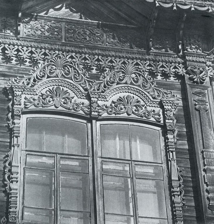 Decoration of a second-floor window with cornice detail. <br/>Late 19th century - early 20th century