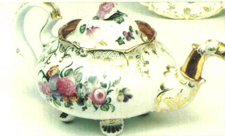Teapot from the Terekhov-Kiselev factory. <br/>Late 18th mid 19th centuries