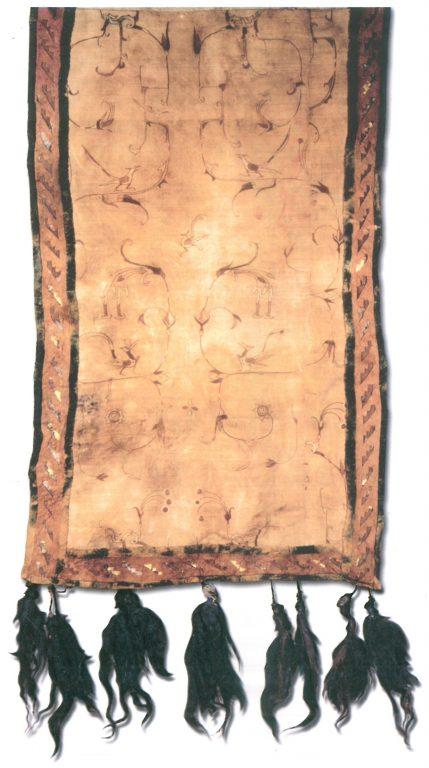 Вышитая шёлковая ткань, покрывавшая чепрак. <br/>4-3 века до н.э.