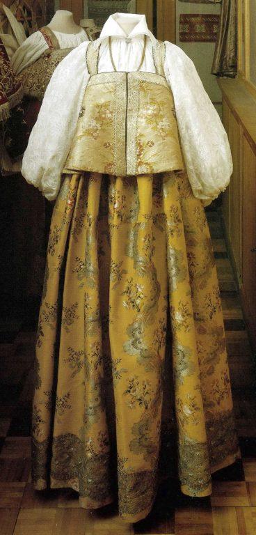 Праздничный женский народный костюм. <br/>Конец 18 века