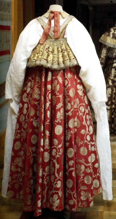 Праздничная женская народная одежда . <br/>Первая половина 19 века