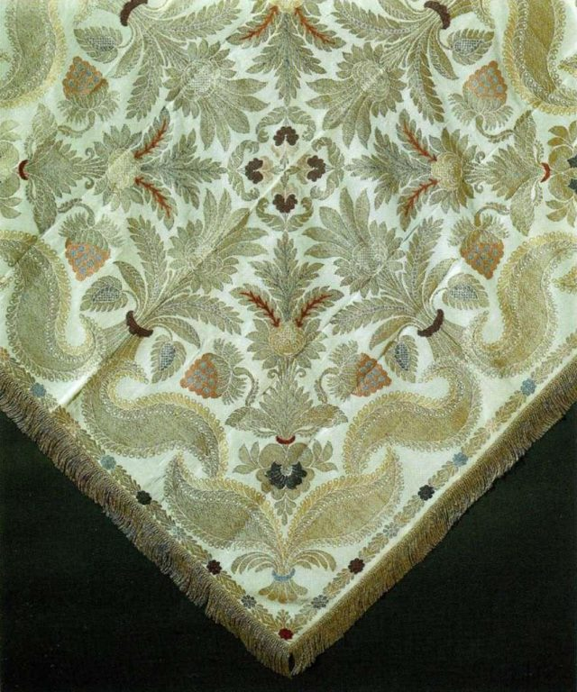 Patterned silk headscarf. <br/>Late 18th - еarly 19th century