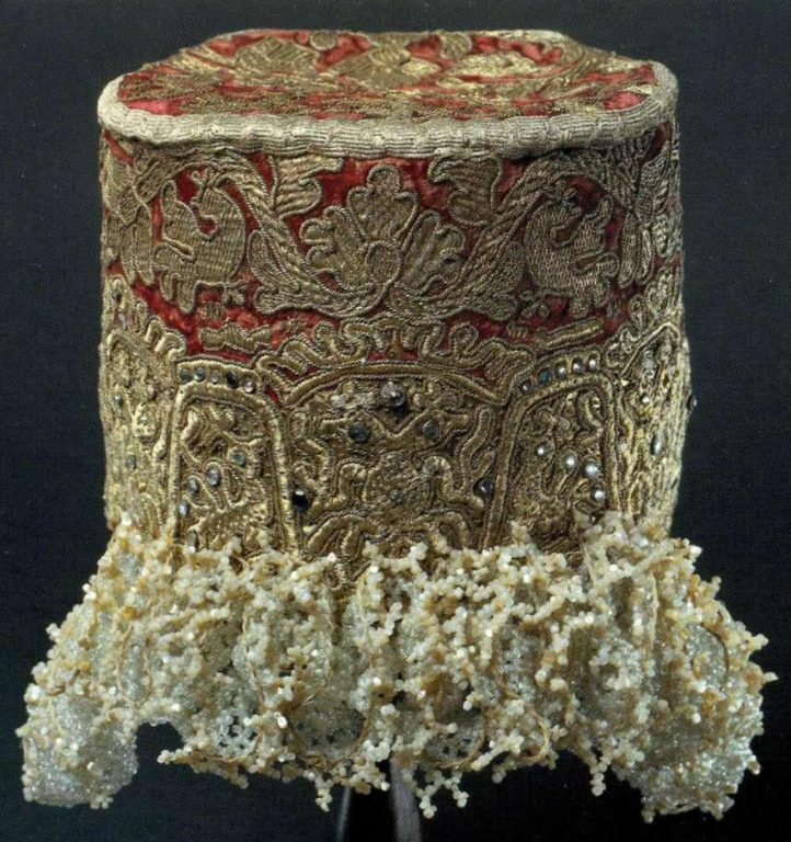 Kokoshniki-golovka (women's festive headdress). <br/>Late 18th century