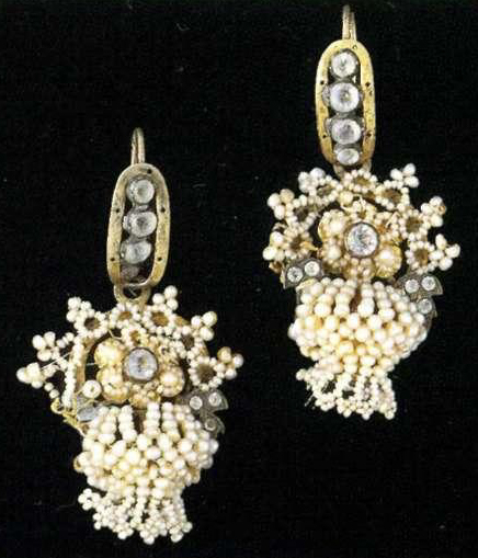 Earrings in the forn of little baskets. <br/>Late 18th - еarly 19th century