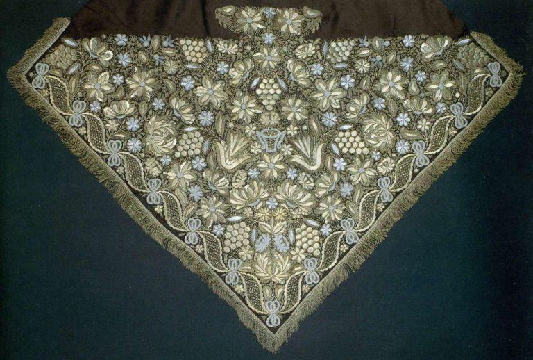 Платок узорный с золотным шитьем. <br/>Конец 18 века - начало 19 века