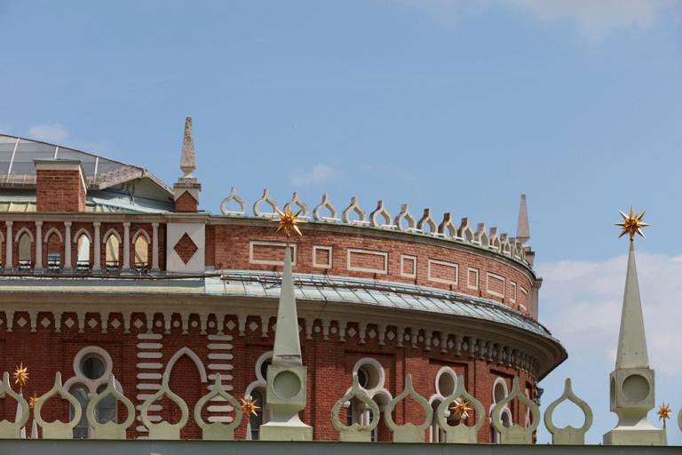 Парапет крыши Хлебного дома. <br/>1786 год
