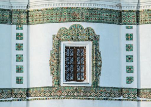 Детали изразцового декора церкви Иоанна Богослова Николо-Вяжищского монастыря под Новгородом. <br/>Конец 17 - начало 18 века