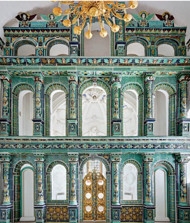 Изразцовый иконостас церкви Всех Святых под колокольней в Воскресенском соборе Ново-Иерусалимского монастыря. <br/>1650-е годы