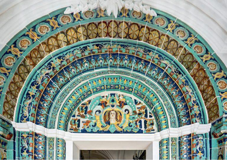 Верхняя часть изразцового портала Голгофской церкви Воскресенского собора Ново-Иерусалимского монастыря. <br/>1658 — 1685 годы