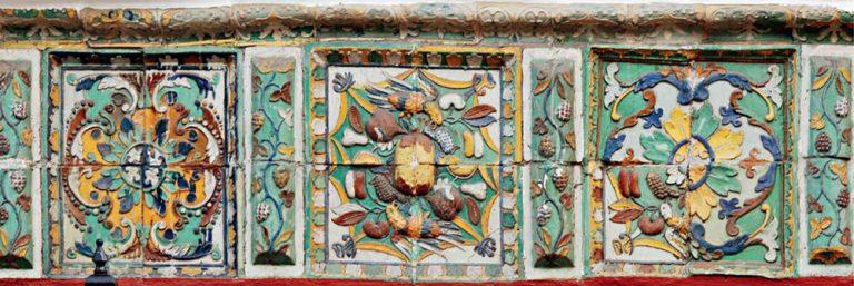 Части изразцового декора трапезной церкви Успения Пресвятой Богородицы в Гончарах. <br/>1702 год