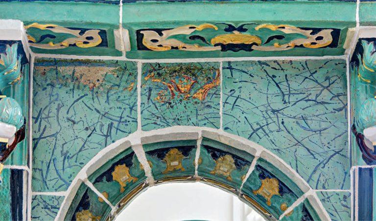 Деталь изразцового иконостаса придела Архистратига Михаила и прочих Небесных Сил бесплотных Воскресенского собора  Ново-Иерусалимского монастыря. <br/>1658 — 1665 годы