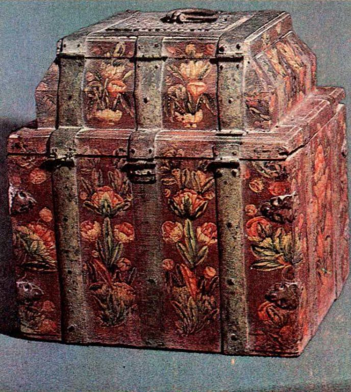 Larets-teremok (lidded chest) decorated with iron strips and painting. Early 18th century